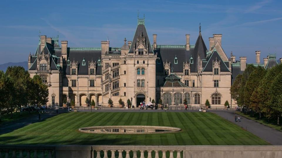 """<div class=""""inline-image__caption""""><p>The Biltmore Estate, the largest privately owned home in America, built by George Vanderbilt between 1889 and 1895, is one of area's major tourist draws.</p></div> <div class=""""inline-image__credit"""">George Rose/Getty</div>"""