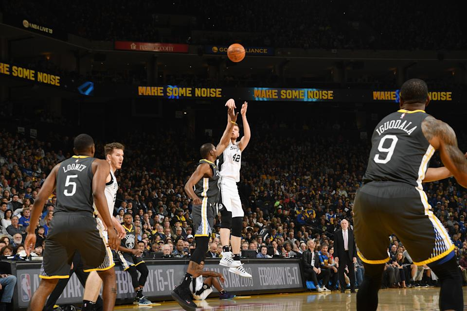 OAKLAND, CA - FEBRUARY 6:  Davis Bertans #42 of the San Antonio Spurs shoots the ball against the Golden State Warriors on February 6, 2019 at ORACLE Arena in Oakland, California. NOTE TO USER: User expressly acknowledges and agrees that, by downloading and or using this photograph, user is consenting to the terms and conditions of Getty Images License Agreement. Mandatory Copyright Notice: Copyright 2019 NBAE (Photo by Noah Graham/NBAE via Getty Images)