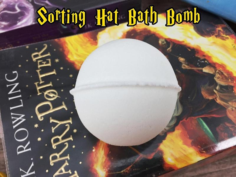 """<a href=""""https://fave.co/2Lm7X10"""">Harry Potter Sorting Hat Bath Bomb, Equinox Beauty, Etsy,</a> &pound;5 (Photo: Huffington Post UK )"""