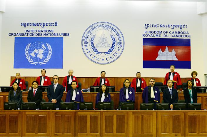 Handout photo taken and released by the Extraordinary Chamber in the Courts of Cambodia (ECCC) on August 7, 2014 shows Cambodian and international judges standing in the ECCC courtroom in Phnom Penh (AFP Photo/Nhet Sok Heng)
