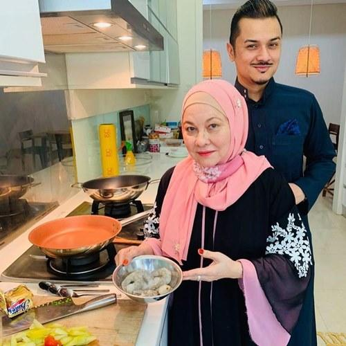 In jest, Fazley said that the man should love to eat as his mum loves to cook and bake