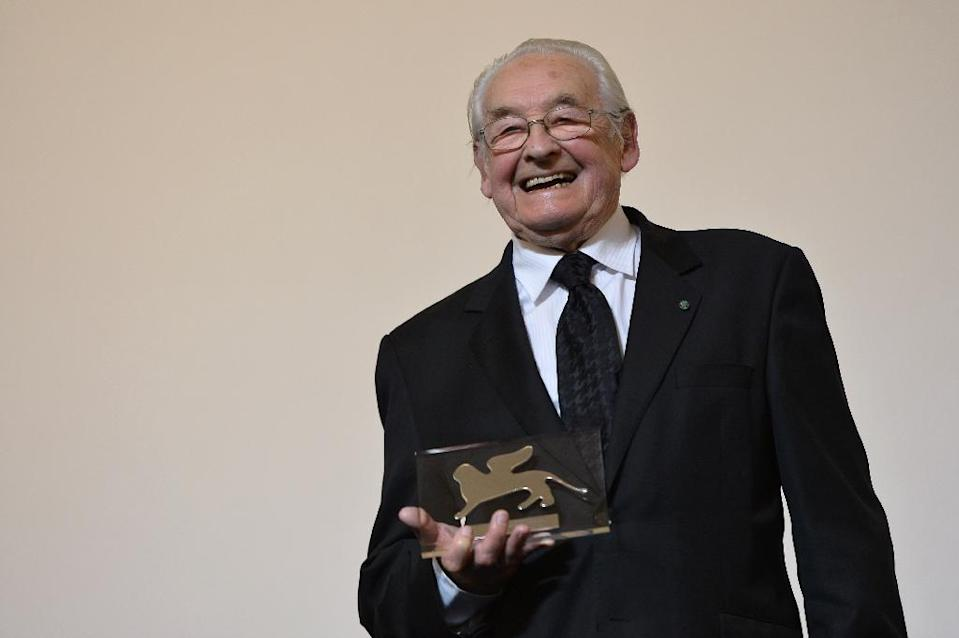 Polish director Andrzej Wajda receives Premio Persol award of the Venice Film Festival, at Venice Lido, on September 5, 2013 (AFP Photo/Gabriel Bouys)