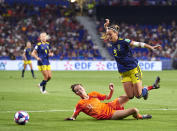 Merel Van Dongen of Netherlands competes for the ball with Kosovare Asllani of Sweden during the 2019 FIFA Women's World Cup France Semi Final match between Netherlands and Sweden at Stade de Lyon on July 03, 2019 in Lyon, France. (Photo by Quality Sport Images/Getty Images)