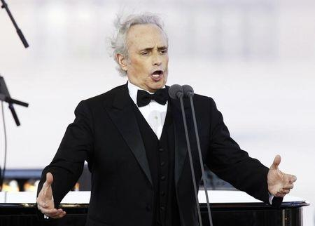 """Spanish tenor Jose Carreras sings during the """"Blagovest"""" charity event in Moscow"""