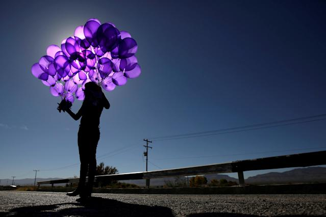 <p>An activist holds purple balloons at El Navajo creek, where the bodies of several women were found, during a ceremony to mark the International Day for the Elimination of Violence Against Women in Praxedis G. Guerrero, on the outskirts of Ciudad Juarez, Mexico, Nov. 24, 2017. (Photo: Jose Luis Gonzalez/Reuters) </p>