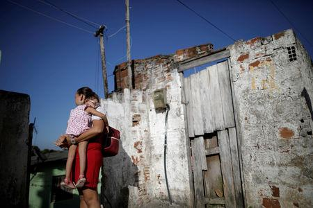FILE PHOTO: Gleyse Kelly da Silva, 28, holds her two-year-old daughter Maria Giovanna, at their house in Recife, Brazil, August 8, 2018.REUTERS/Ueslei Marcelino/File Photo