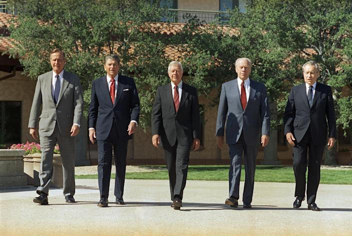 <p>President George H.W. Bush, left, walks with former presidents Ronald Reagan, Jimmy Carter, Gerald Ford and Richard Nixon in the courtyard of the Ronald Reagan Presidential Library, Nov. 4, 1991, in Simi Valley, Calif. (Photo: Marcy Nighswander/AP) </p>