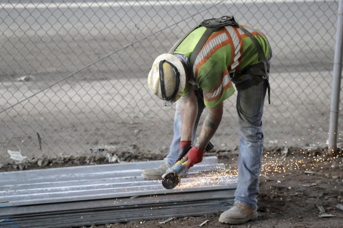 There's no clear way to fix the construction worker shortage. (Photo: AP Photo/Julio Cortez, File)