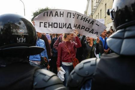Angry Russians take to streets over raised age for state pension