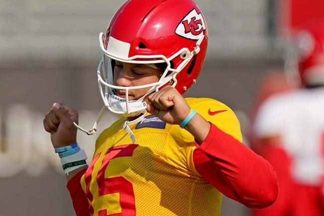 Chiefs' defence gets tough practice test: their own offence
