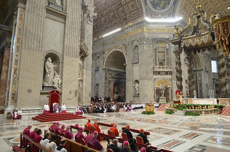 Pope Francis leads a penitential ceremony on March 13, 2015 at St Peter's basilica in the Vatican (AFP Photo/Alberto Pizzoli)