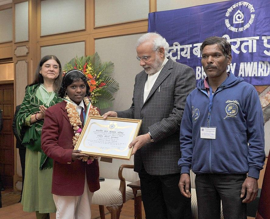 The Prime Minister, Shri Narendra Modi conferring the National Awards for Bravery 2014 to Ashwini Bandu Ughade who an extraordinary youngster whose extraordinary bravery saved her sister's life, in New Delhi on January 23, 2015...The Union Minister for Women and Child Development, Smt. Maneka Sanjay Gandhi is also seen.