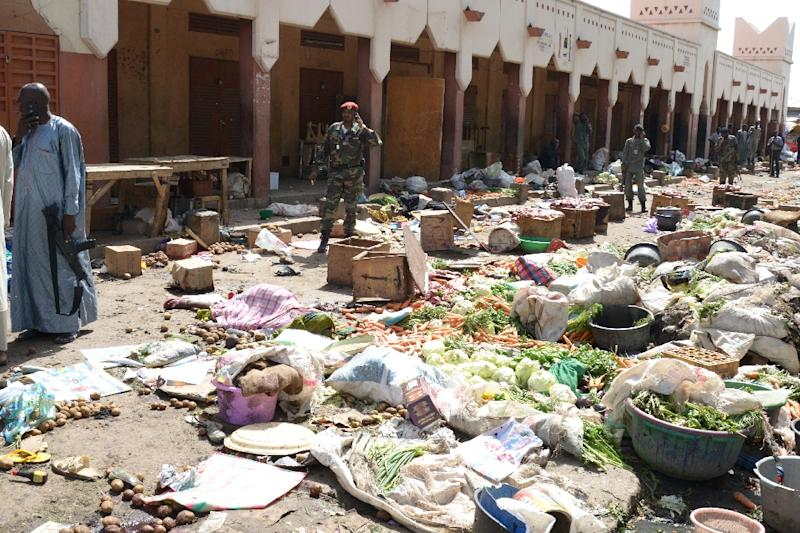 Soldiers stand guard at a market in N'Djamena following a suicide bomb attack on July 11, 2015 (AFP Photo/Brahim Adji)