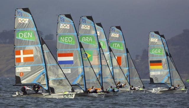 2016 Rio Olympics - Sailing - Final - Women's Skiff - 49er FX - Medal Race - Marina de Gloria - Rio de Janeiro, Brazil - 18/08/2016. Sailors start medal race. REUTERS/Brian Snyder FOR EDITORIAL USE ONLY. NOT FOR SALE FOR MARKETING OR ADVERTISING CAMPAIGNS.