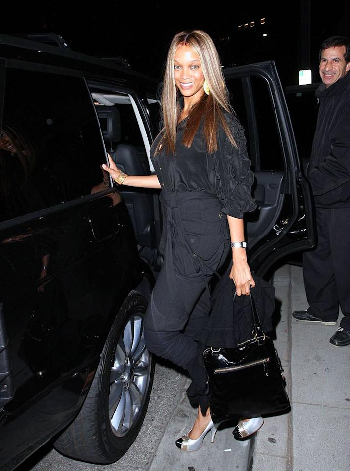 """The """"Top Model"""" host has been on a Polynesian food kick lately. Last week she was spotted at Islands Hawaiian burger joint. Hellmuth Dominguez/<a href=""""http://www.pacificcoastnews.com/"""" target=""""new"""">PacificCoastNews.com</a> - March 21, 2009"""