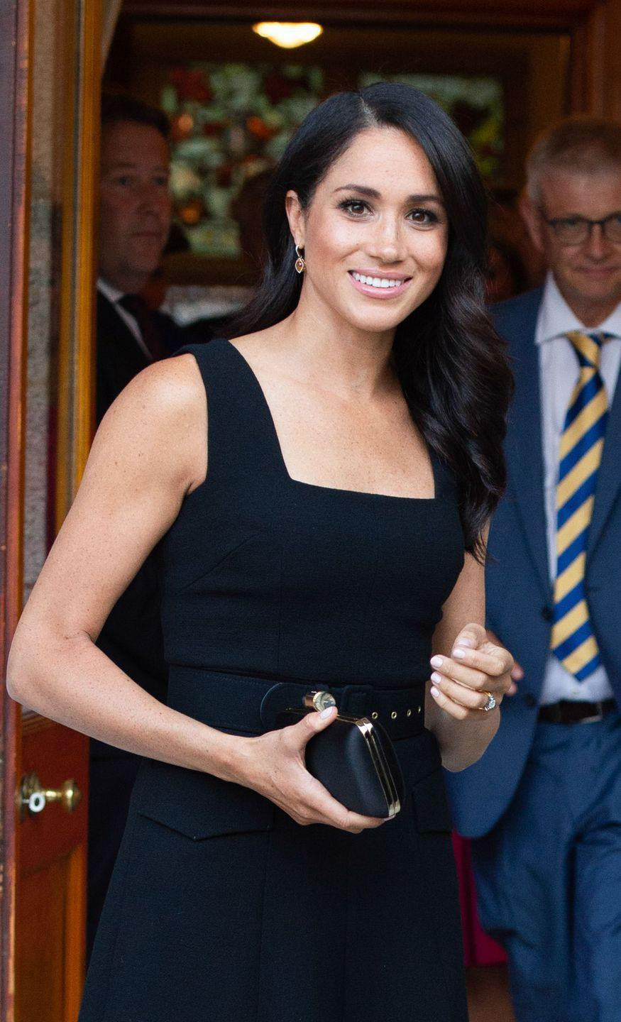 <p>The sleekest, glossiest waves we've seen on Markle during her royal tour of Ireland.</p>