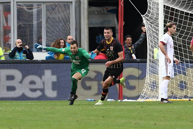 Benevento goalkeeper Alberto Brignoli celebrates his last-minute winner against AC Milan. (Getty)