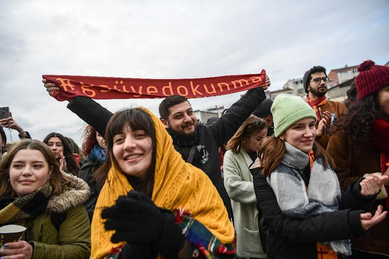 """""""Hands off my GSU"""" says another banner waved by protesting students from Galatasaray University (AFP Photo/OZAN KOSE)"""