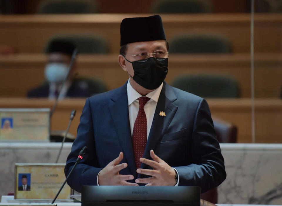 Johor Mentri Besar Datuk Hasni Mohammad said that at present, he was confident that what caused the collapse of the Melaka government will not happen in Johor any time soon. — Bernama