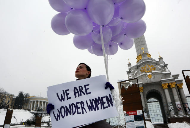 <p>A woman holds balloons and a poster to mark International Women's Day in central Kiev, Ukraine, Thursday, March 8, 2018. (Photo: Efrem Lukatsky/AP) </p>
