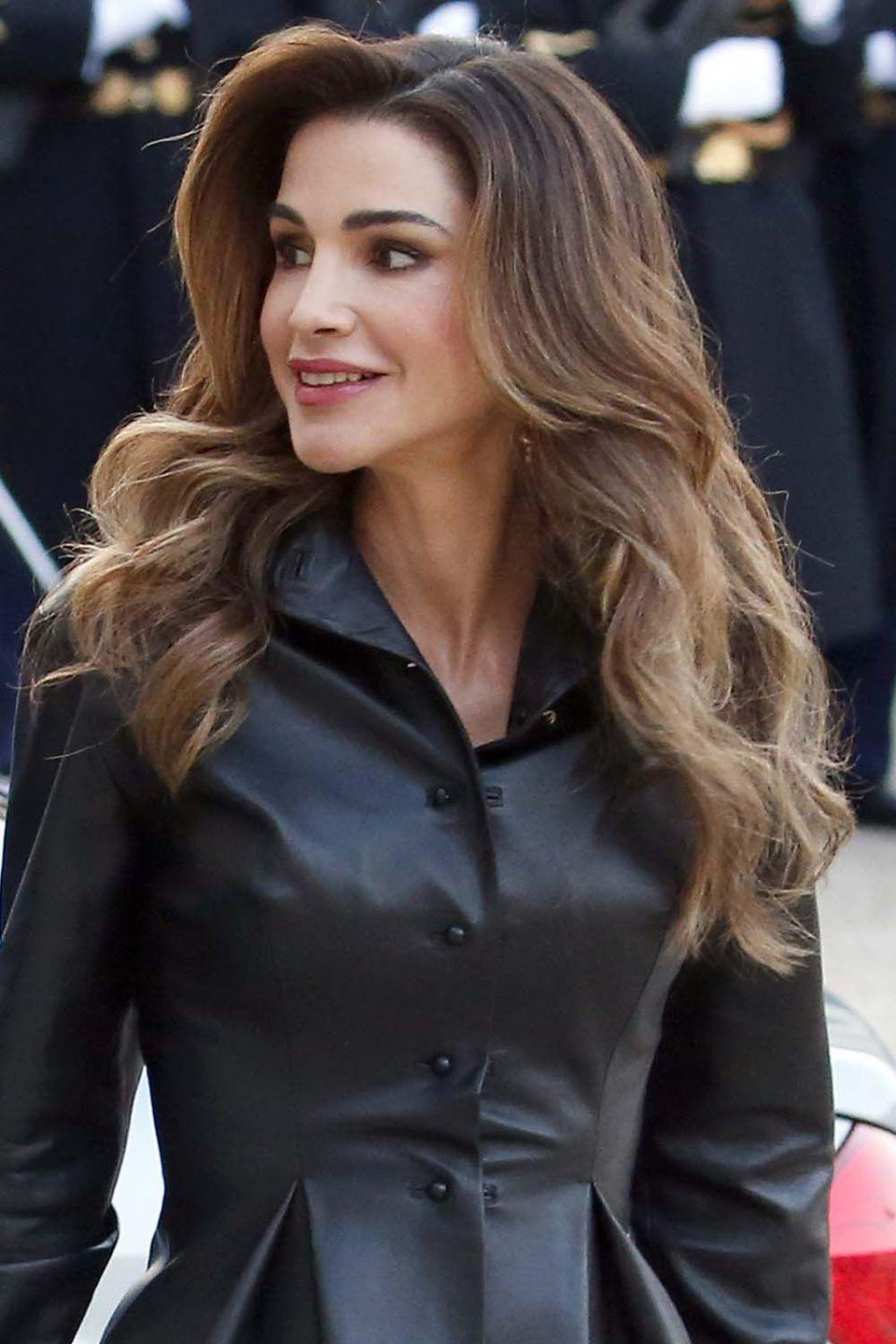 <p>Queen Rania of Jordan arrived in Paris sporting a fresh blowout that was all about the volume and artfully placed curls. </p>