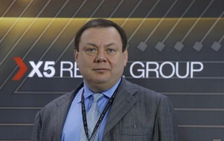 FILE PHOTO: Member of Supervisory Board of ?5 Retail Group Fridman attends a ceremony as ?5 Retail Group starts trading on Moscow Exchange