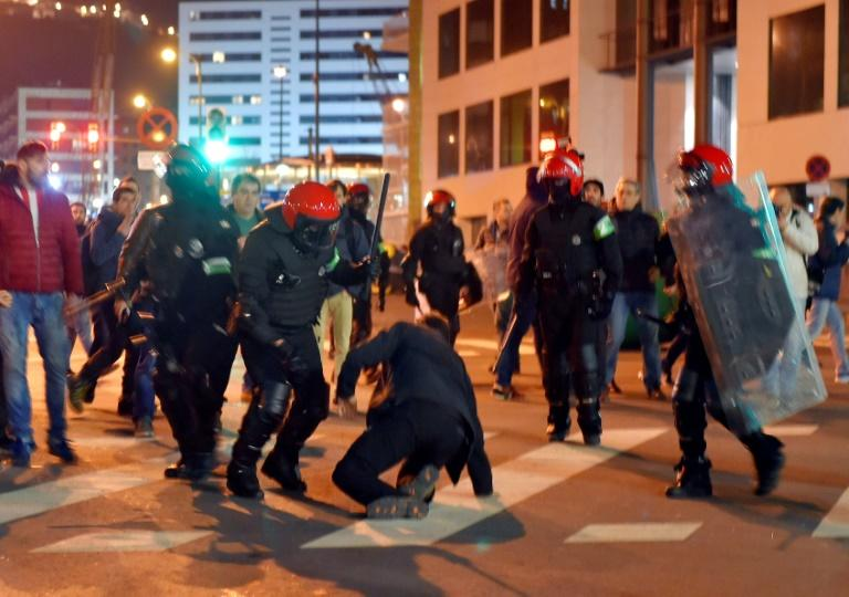 Violence broke out before the start of the game between Athletic Bilbao and Spartak Moscow