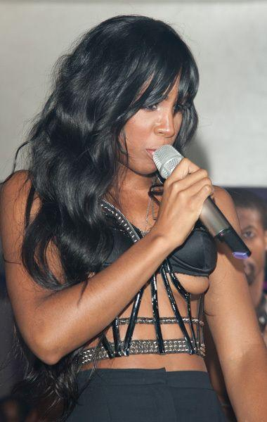 Kelly Rowland Has Been The Latest Victim Of On Stage Nipple Slips Credit Getty