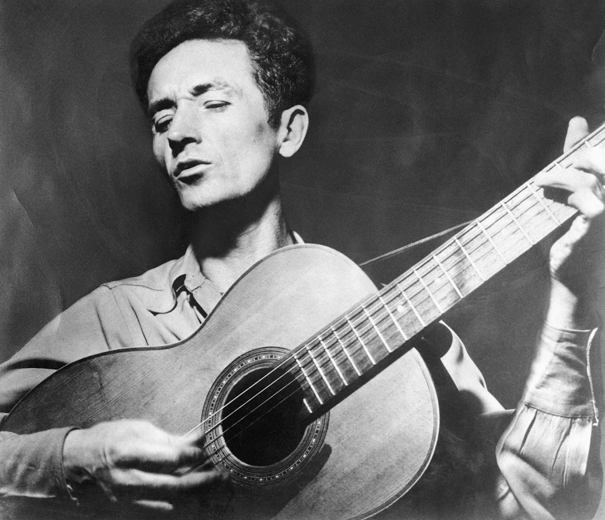 Folk singer Woody Guthrie. (Photo: Bettmann Archive via Getty Images)