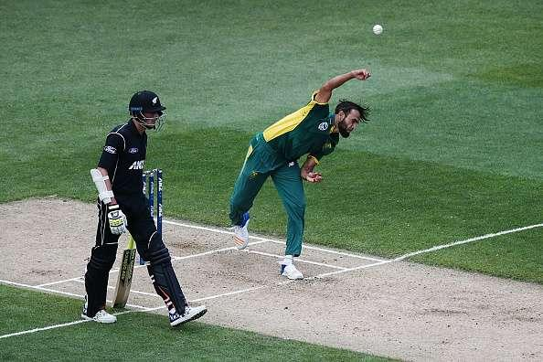 AUCKLAND, NEW ZEALAND - MARCH 04: Imran Tahir of South Africa bowls during game five of the One Day International series between New Zealand and South Africa at Eden Park on March 4, 2017 in Auckland, New Zealand. (Photo by Anthony Au-Yeung/Getty Images)