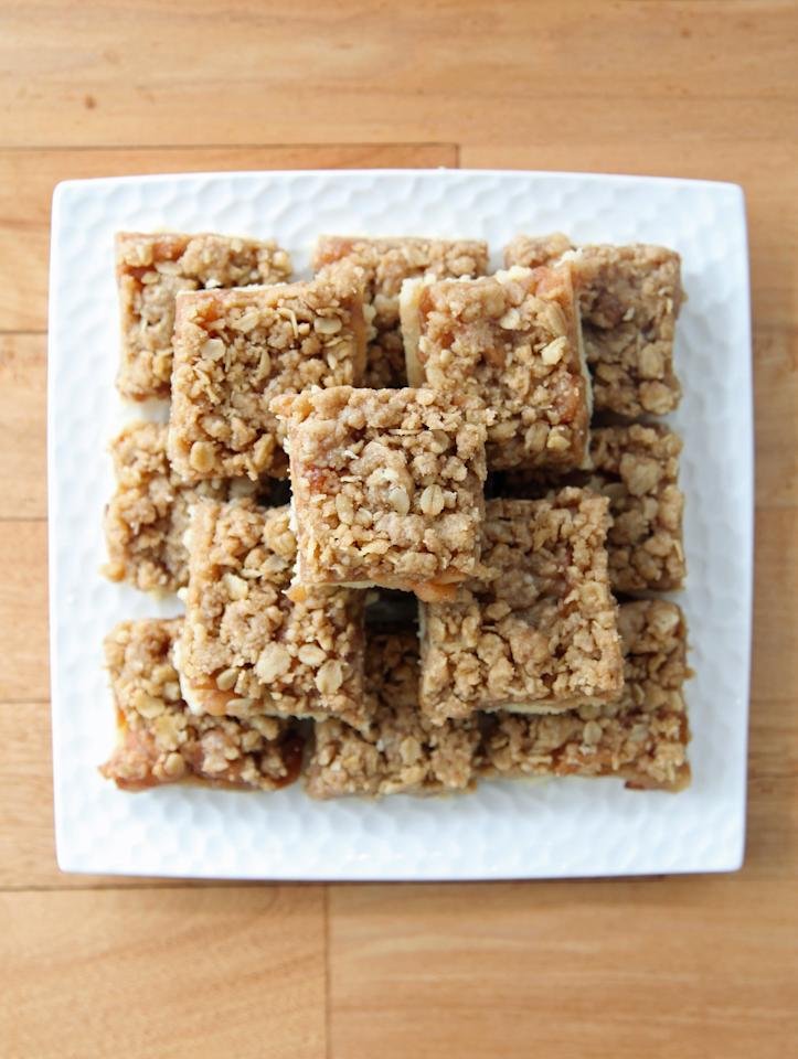 """<p><strong>Get the recipe:</strong> <a href=""""https://www.popsugar.com/food/Apple-Pie-Bar-Recipe-7206587"""" class=""""ga-track"""" data-ga-category=""""Related"""" data-ga-label=""""http://www.popsugar.com/food/Apple-Pie-Bar-Recipe-7206587"""" data-ga-action=""""In-Line Links"""">apple pie bars</a></p>"""