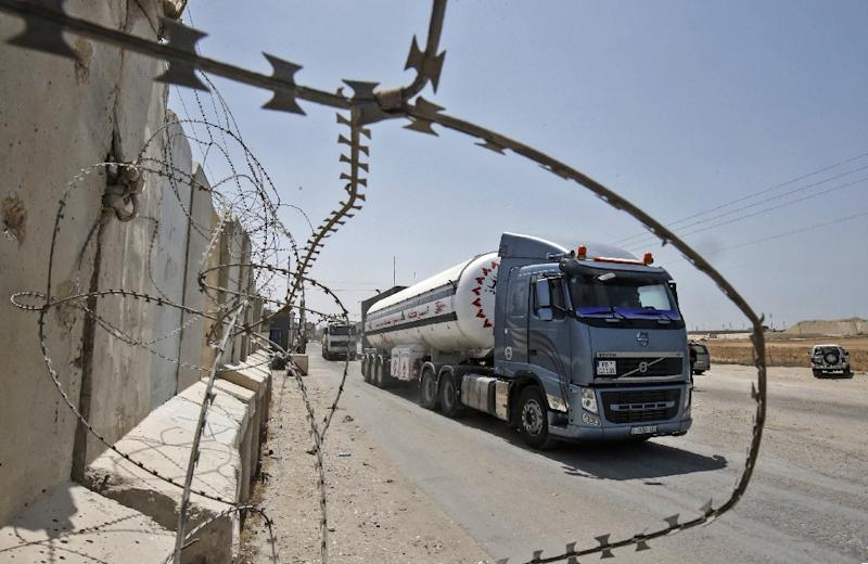 Israel halts fuel supplies to Gaza over incendiary balloons