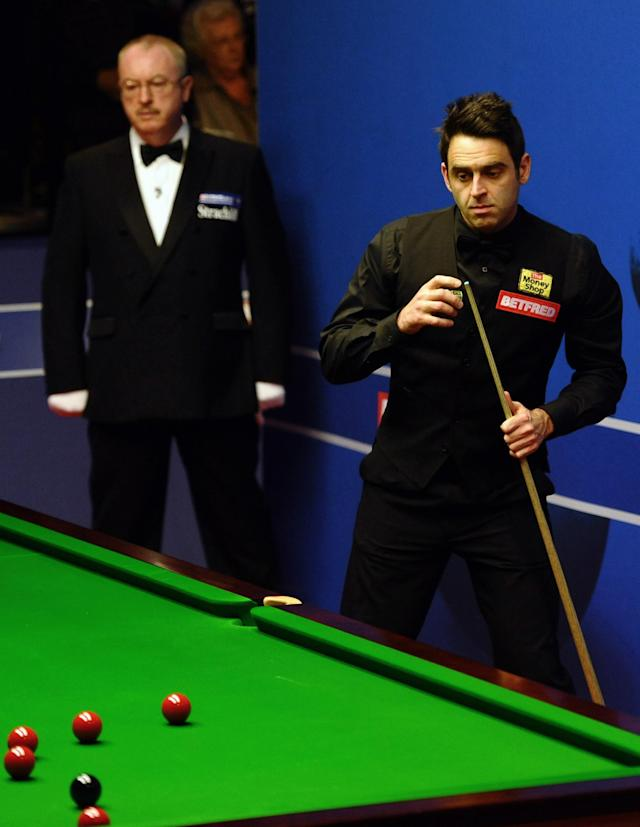 Ronnie O'Sullivan of England (R) prepares to play a shot during a first round match of the World Championship Snooker tournament against Peter Ebdon of England at the Crucible Theatre in Sheffield, north-west England on April 24, 2012. AFP PHOTO / PAUL ELLIS (Photo credit should read PAUL ELLIS/AFP/Getty Images)