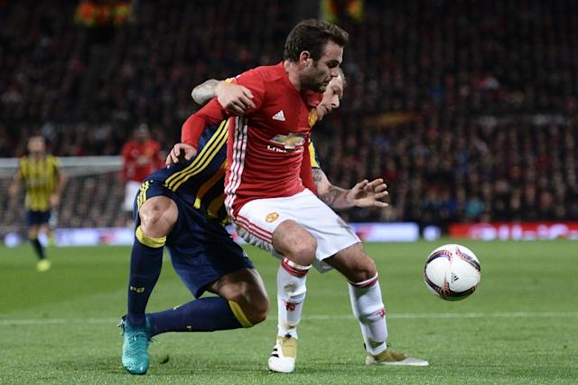 Juan Mata (R) is fouled in the area by Fenerbahce's defender Simon Kjaer (L) to concede Manchester United's first penalty on October 20, 2016 (AFP Photo/Oli Scarff)