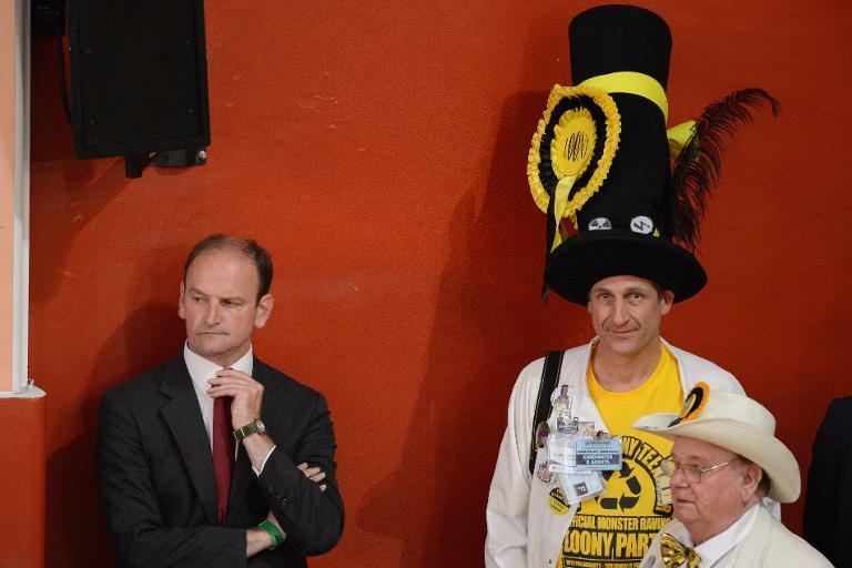 UKIP candidate Douglas Carswell (L) after winning the Clacton-On-Sea by-election in England, October 10, 2014 (AFP Photo/Leon Neal)