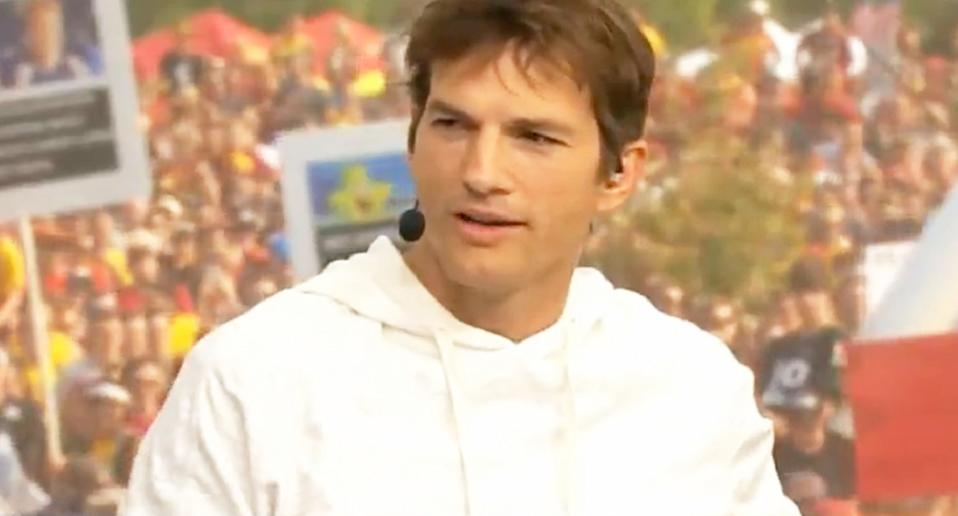 Actor Ashton Kutcher commented on college football games on ESPN.  Photo: reproduction/Twitter/gifdsports
