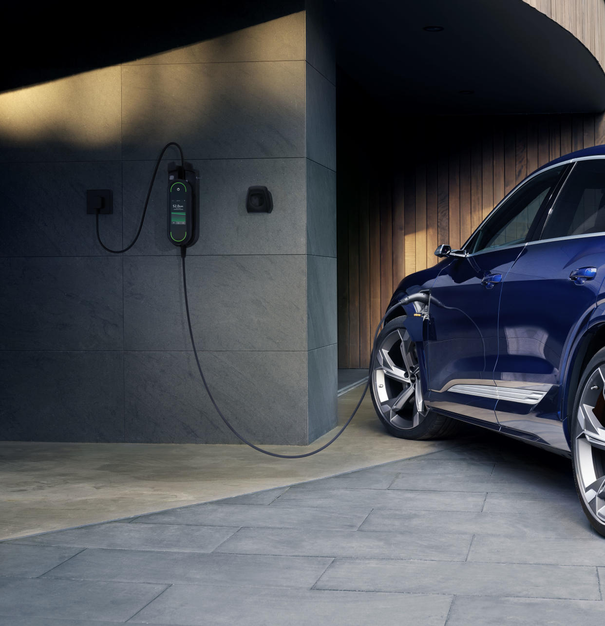 Audi e-tron: Electric vehicle charging