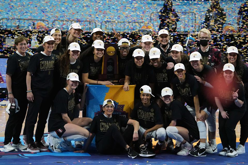 Stanford players and coach Tara VanDerveer celebrate after winning the NCAA women's basketball championship.