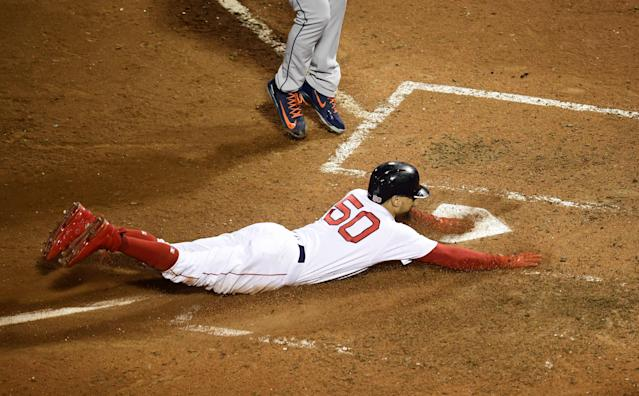 Mookie Betts and the Red Sox tied the ALCS 1-1 after beating the Houston Astros on Sunday night. (EFE/EPA/JOHN CETRINO)