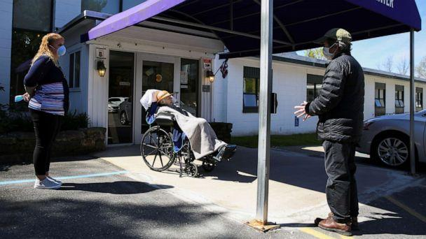 PHOTO: Howard Smith visits his wife, Lois, a 77-year-old Alzheimer's patient, at the New Paltz Center nursing facility for the first time since lockdowns due to the outbreak of the coronavirus disease (COVID-19) in Pine Bush, NY., May 5, 2020. (Caitlin Ochs/Reuters)