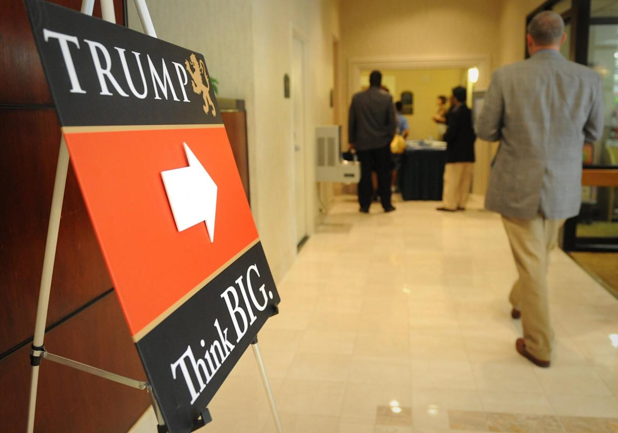 Students enter a Holiday Inn to take the free intro class at Trump University in 2009. (Photo: Sarah L. Voisin/The Washington Post via Getty Images)