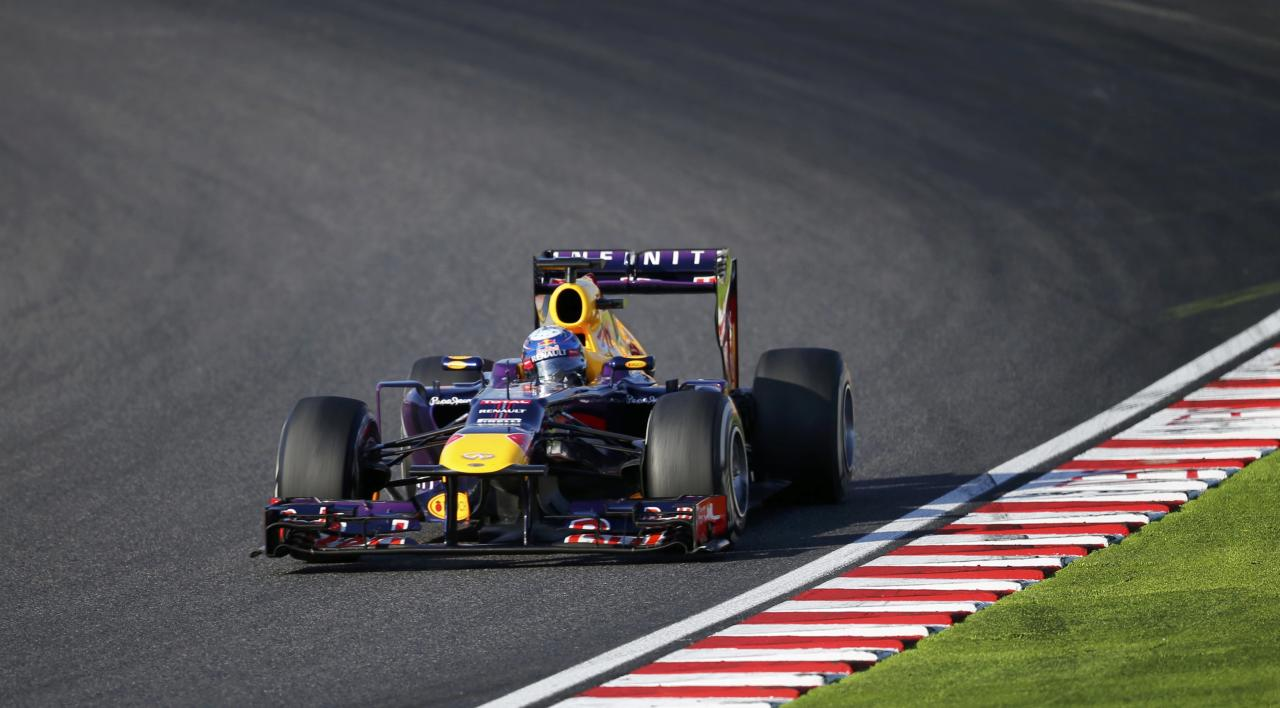Red Bull Formula One driver Sebastian Vettel of Germany races during the Japanese F1 Grand Prix at the Suzuka circuit October 13, 2013. REUTERS/Issei Kato (JAPAN - Tags: SPORT MOTORSPORT F1)