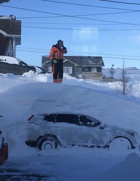 """This pic sums up what it's like here after our snowstorm, lol."" <a href=""https://twitter.com/RogerMyette/status/1219246071504867328"">@RogerMyette</a>/Twitter"