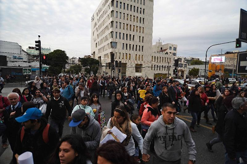 People evacuate buildings during a quake in Vina del Mar, Chile on April 24, 2017
