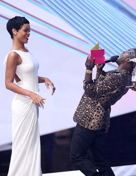 "Kevin Hart, right, presents the award for video of the year to Rihanna for ""We Found Love"" at the MTV Video Music Awards on Thursday, Sept. 6, 2012, in Los Angeles. (Photo by Matt Sayles/Invision/AP)"