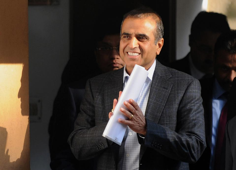 Chairman and managing director of Indian telecomunications company Bharti Airtel Sunil Bharti Mittal (L) leaves after a meeting at the residence of Indian Minister of Communications and Information Technolog Kapil Sibal in New Delhi on January 24, 2012. Top chiefs of Indian telecom companies met with minister of communications and information technology of India Kapil Sibal to discuss pricing and other issues facing the telecom industry. AFP PHOTO/ SAJJAD HUSSAIN