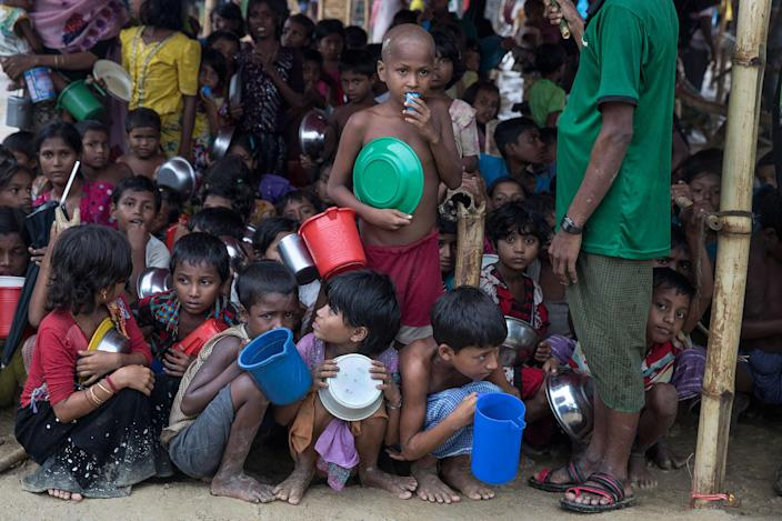 <p>Children wait for hot food given out by a Turkish aid group on October 13, 2017, at Palongkhali refugee camp, Cox's Bazar, Bangladesh. (Photograph by Paula Bronstein/Getty Images) </p>