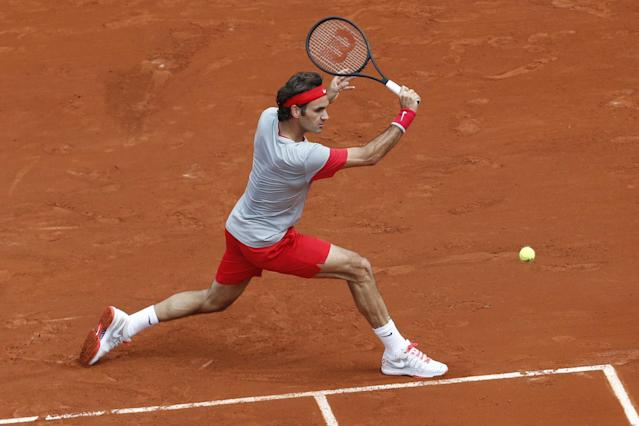 Switzerland's Roger Federer returns the ball during the first round match of the French Open tennis tournament against Slovakia's Lukas Lacko at the Roland Garros stadium, in Paris, France, Sunday, May 25, 2014. (AP Photo/Darko Vojinovic)