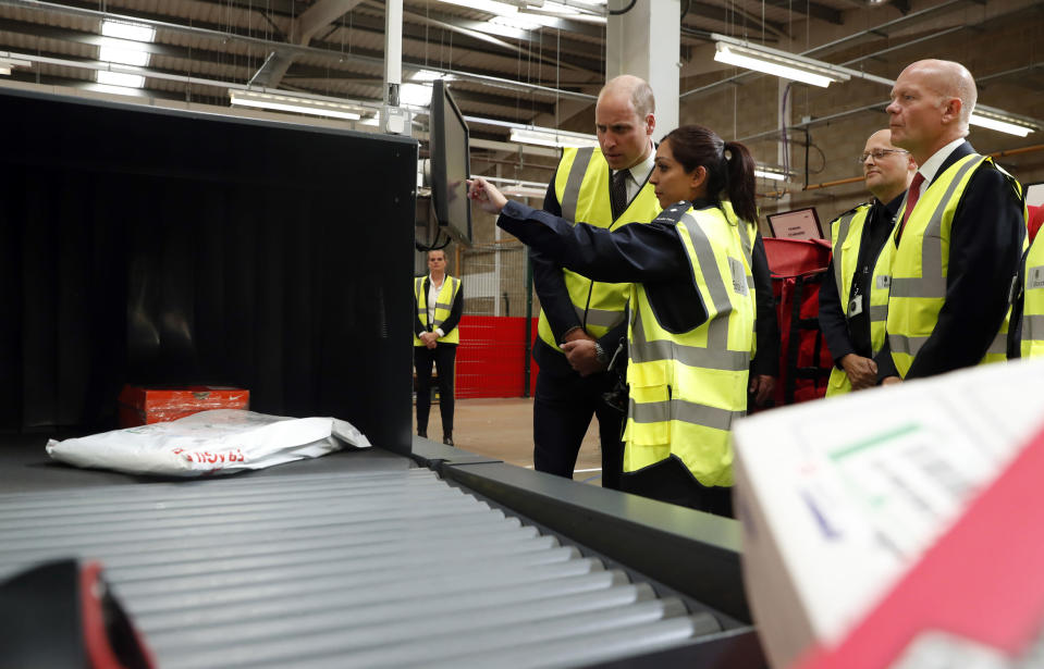 The Duke of Cambridge watches as a UK Border Force officer scans via an X-Ray machine incoming mail and parcels. (PA)