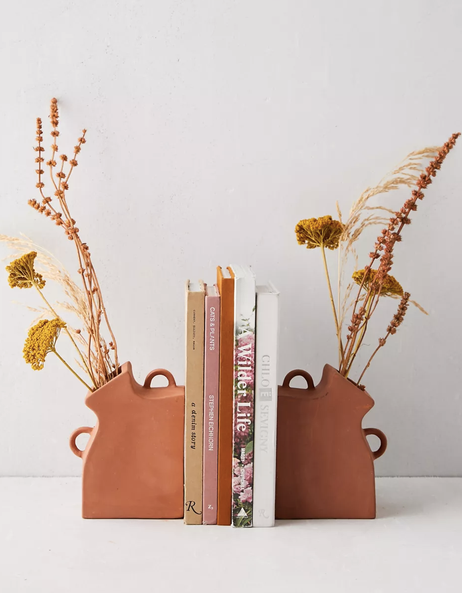"""Keep your quarantine reads organized with these terra-cotta bookends that will keep your best blooms and favorite <a href=""""https://www.glamour.com/gallery/best-books-of-2020?mbid=synd_yahoo_rss"""" rel=""""nofollow noopener"""" target=""""_blank"""" data-ylk=""""slk:books"""" class=""""link rapid-noclick-resp"""">books</a> on full display. $39, Urban Outfitters. <a href=""""https://www.urbanoutfitters.com/shop/vase-bookend-set?"""" rel=""""nofollow noopener"""" target=""""_blank"""" data-ylk=""""slk:Get it now!"""" class=""""link rapid-noclick-resp"""">Get it now!</a>"""